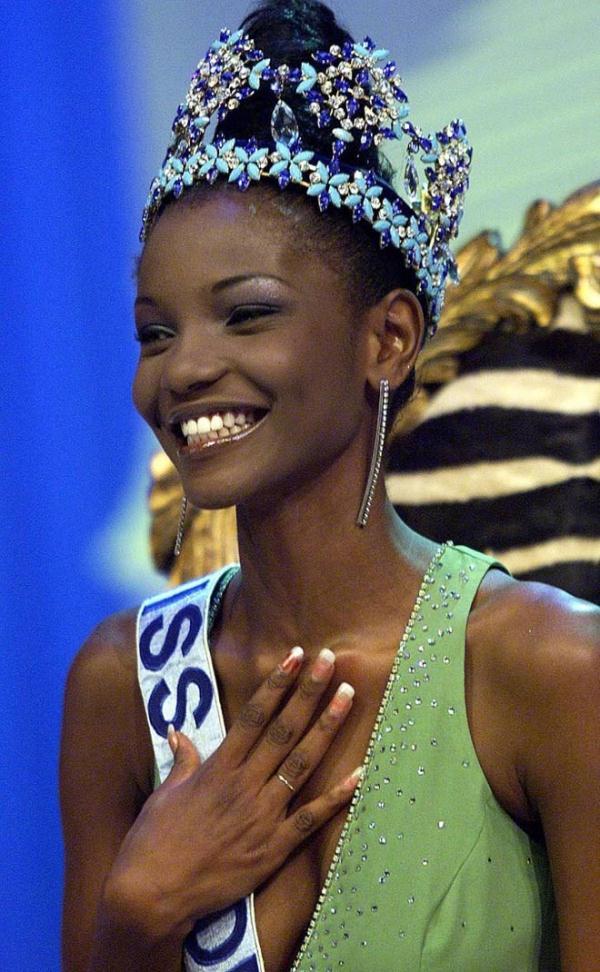 Agbani Darego Hoa hậu Thế giới 2001